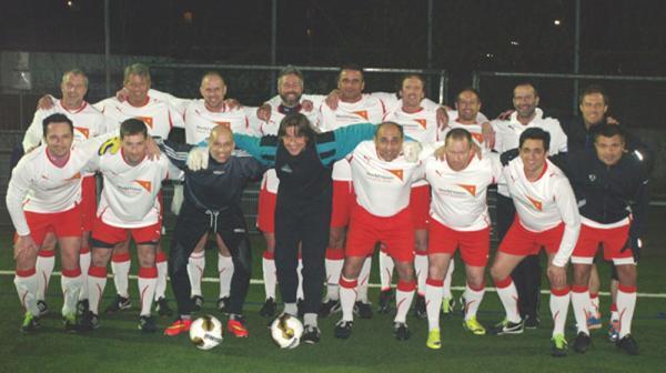Das Classique Team vor dem Freundschaftsspiel gegen die SG Sossenheim