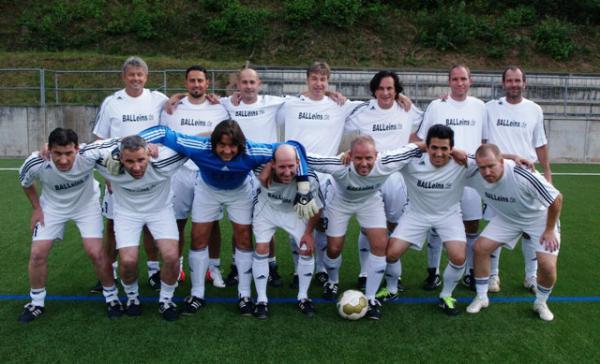 Das Classique Team vor dem 8:1 Kantersieg bei der Traditionsmannschaft des FC Lorsbach