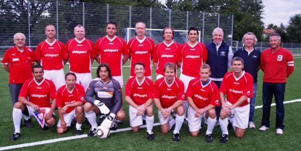 Das siegreiche Team der SG Hoechst Classique vor dem Spiel gegen die Oldies der SG Arheilgen