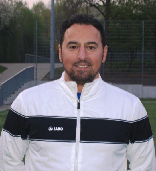 Silvio Petracca bot eine starke Vorstellung in der Abwehr der SG Hoechst Classique beim Freundschaftsspiel in Oberliederbach